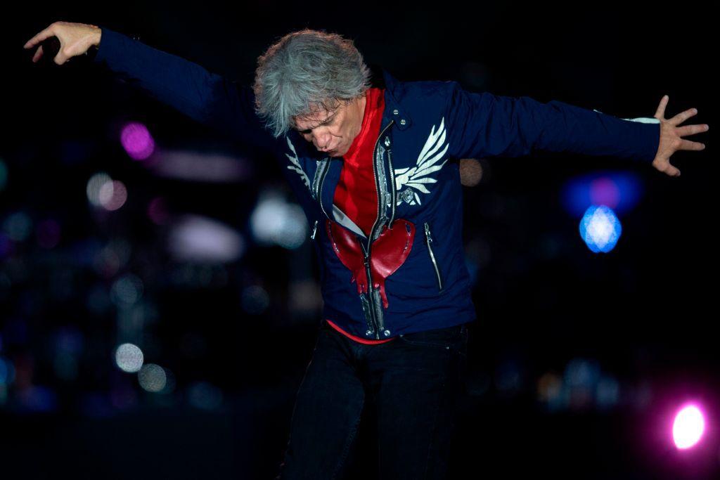 Jon Bon Jovi llega a Dallas junto a Bryan Adams en junio de 2020.