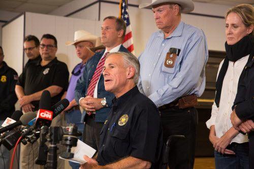 Greg Abbott dijo que el responsable de la muerte de 26 personas no tenía permiso para portar armas.