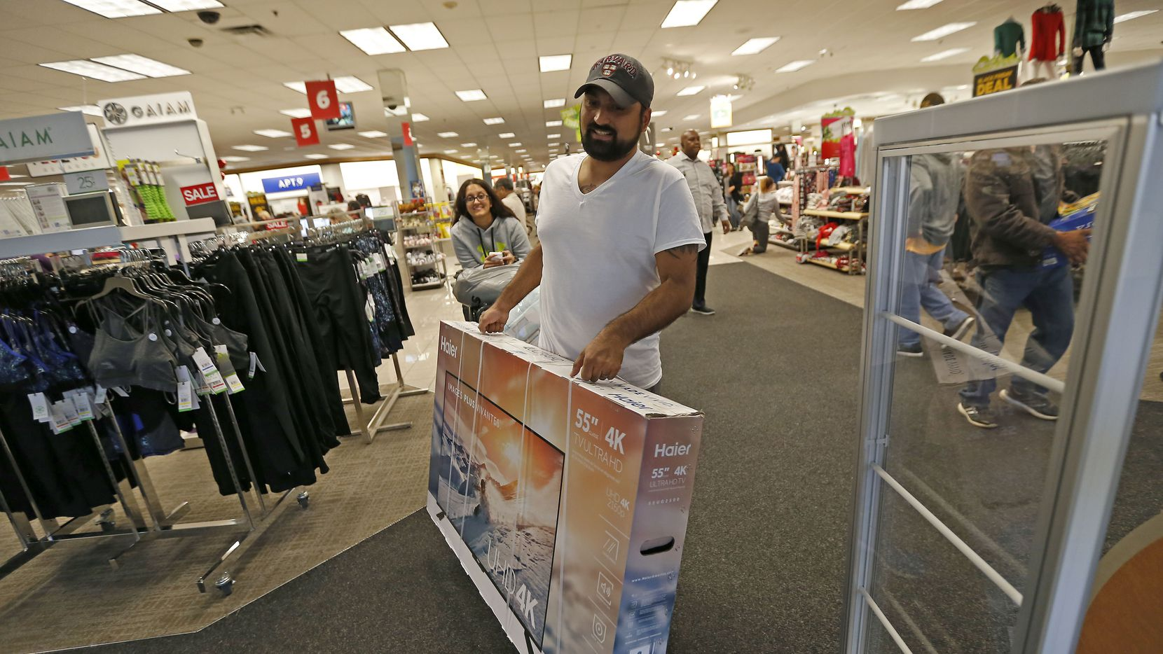 Black Friday Shopping Secrets How To Take Home The Best Deals On Tvs