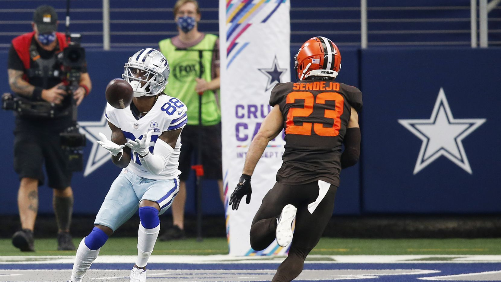 Dallas Cowboys wide receiver CeeDee Lamb (88) catches a pass for a touchdown in front of Cleveland Browns free safety Andrew Sendejo (23) during the first quarter of play at AT&T Stadium in Arlington, Texas on Saturday, October 4, 2020. (Vernon Bryant/The Dallas Morning News)