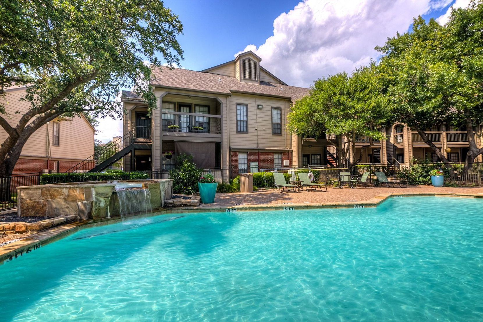 The Residence at North Dallas has more than 1,000 units.