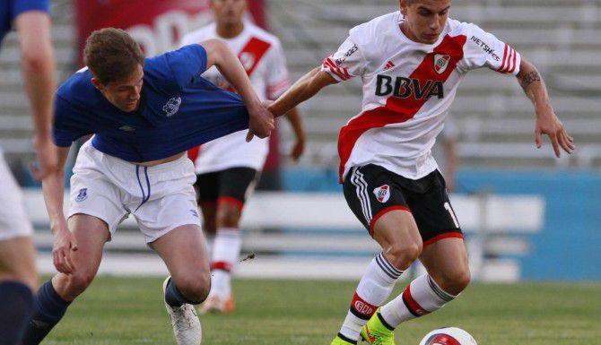 El delantero de la cuarta división de River Plate de Argentina, Tomás Andrade (der.), es una de las figuras de la edición 36 de la Copa Dallas. (Special Contributor/BEN TORRES)