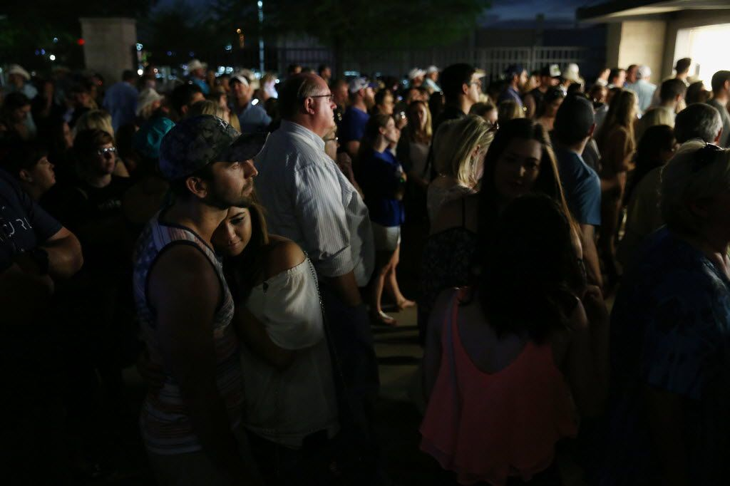 Aaron Carr, of Addison, Texas, embraces Andrea Rogers, of Dallas, while waiting in line for food. (Andy Jacobsohn/The Dallas Morning News)