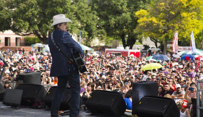 Pesado se presenta en la Feria Estatal este domingo 27 de septiembre.(FOTO ESPECIAL PARA AL DIA/MARIA OLIVAS)