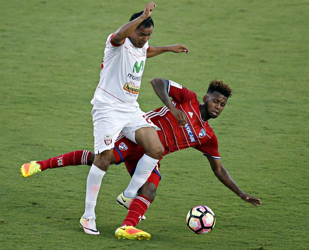 Real Esteli's Gregorio Torres (left) collides with FC Dallas' Kellyn Acosta during the first half of their Scotiabank CONCACAF Champions League game Thursday, August 4, 2016 at Toyota Stadium in Frisco, Texas. (G.J. McCarthy/The Dallas Morning News)