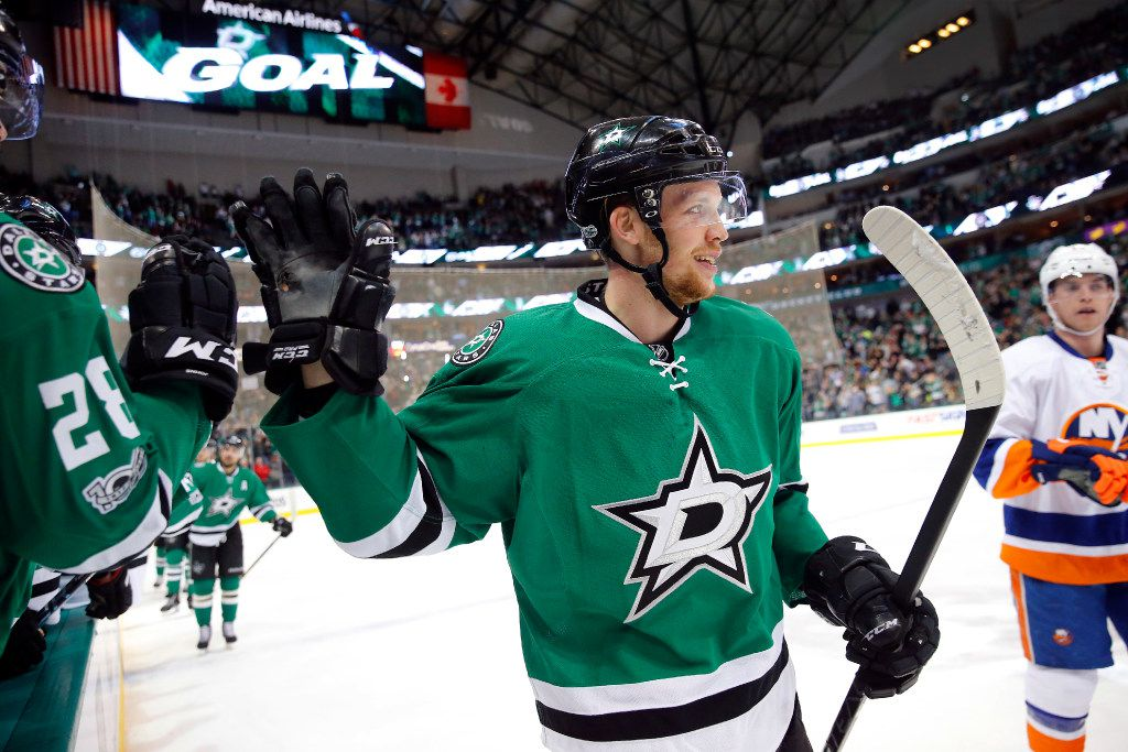 Dallas Stars center Radek Faksa (12) is congratulated by his teammates on the bench following his second period goal against the New York Islanders at the American Airlines Center in Dallas, Thursday, March 2, 2017. (Tom Fox/The Dallas Morning News)