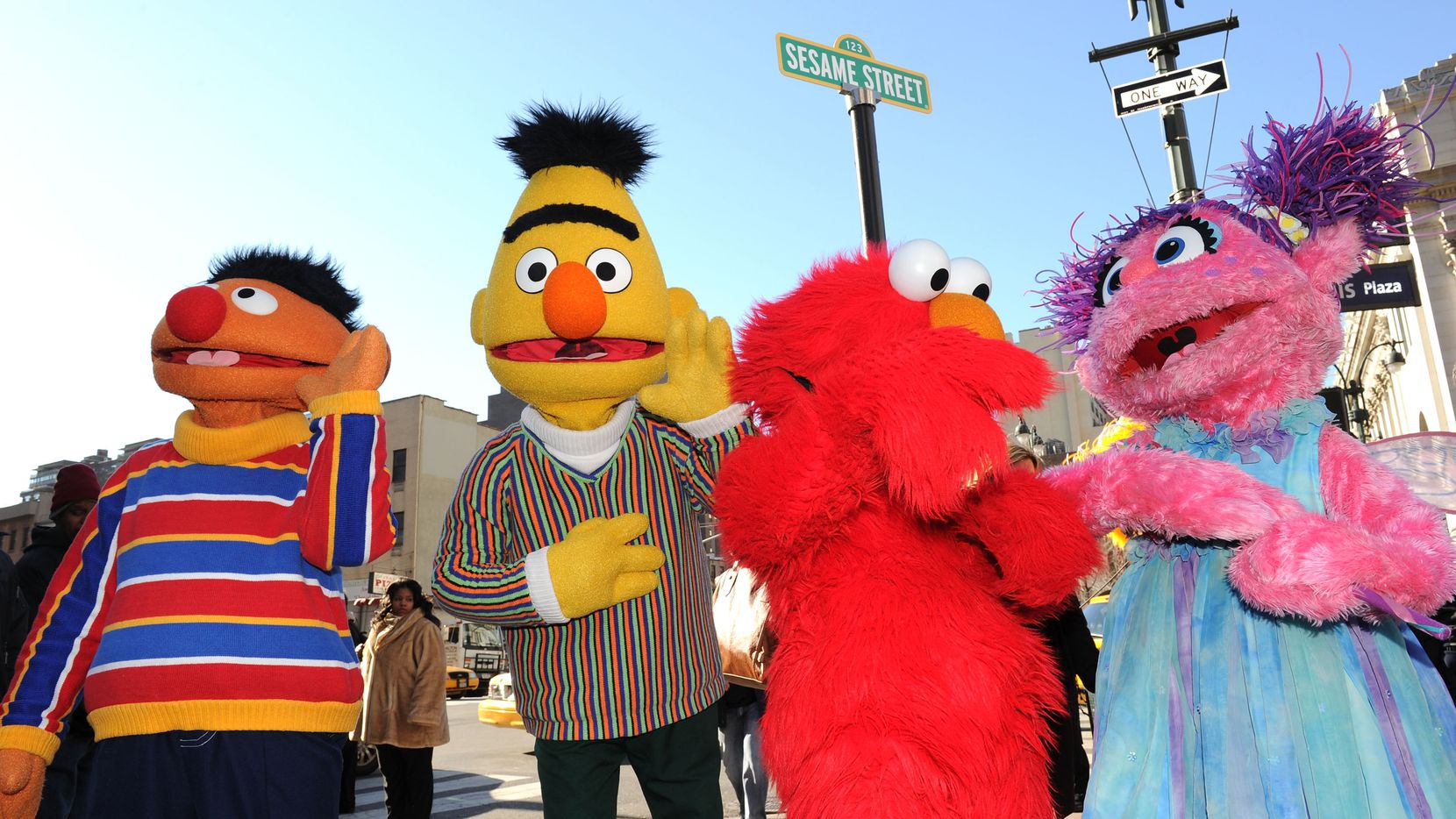 Ernie, Bert, Elmo y Abby Cadabby de Sesame Street. (Photo by Jason Kempin/Getty Images)