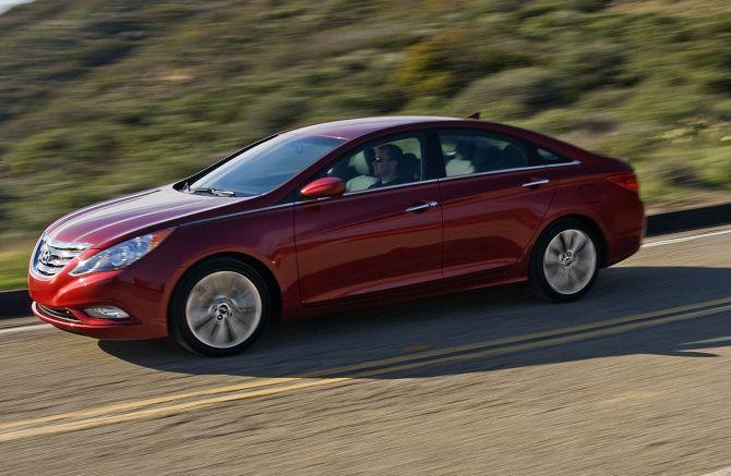 Hyundai hace un llamado a revisión de los Sonata.