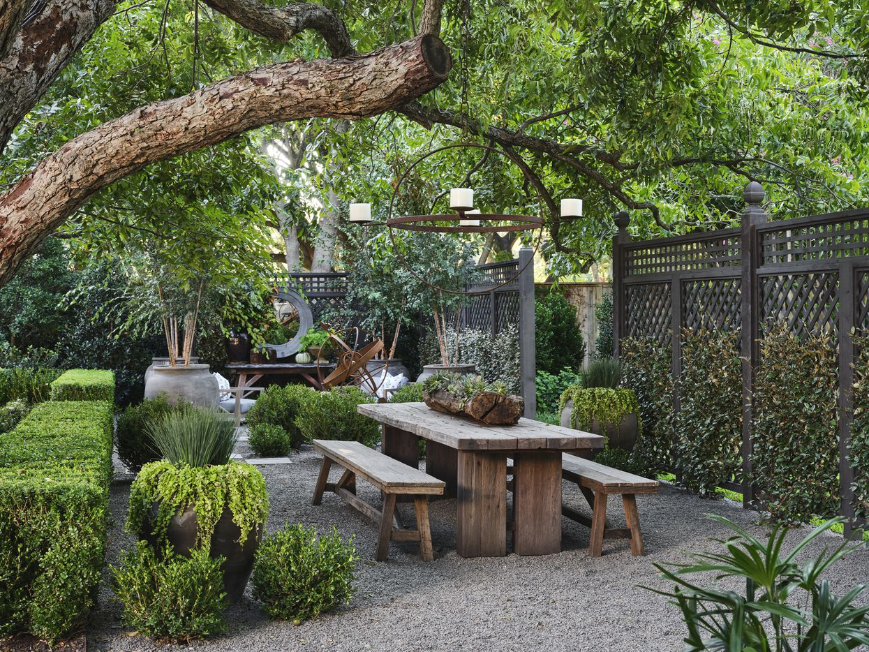 The back garden at the 2021 Kips Bay Decorator Show House Dallas was designed by Outside Garden. The design includes outdoor entertaining areas, open green space and a garden pavilion, previously a playhouse, tucked off on one end of the property.