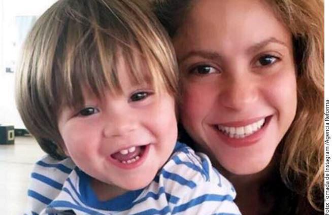 """""""Gracias a todos por los mensajes cariñosos a Sasha durante los días que estuvo enfermito. Ahora todo bajo control y con la alegría de siempre"""", escribió en Instagram la cantante Shakira (der.) en una foto junto a su hijo Sasha (izq.)./ AGENCIA REFORMA"""