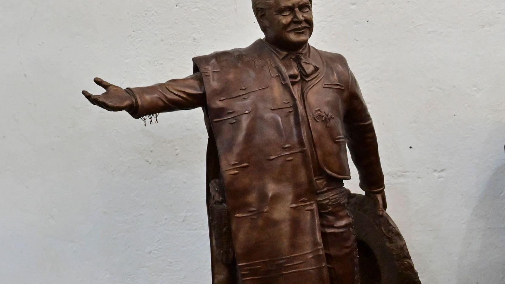 Estatua de José Alfredo Jiménez en la Ciudad de México.