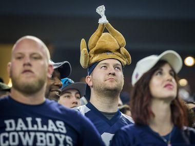 A pesar de la pandemia de covid-19, los aficionados podrán seguir la tradición de asistir al estadio  de los Dallas Cowboys para ver un juego  en el Día de Acción de Gracias.