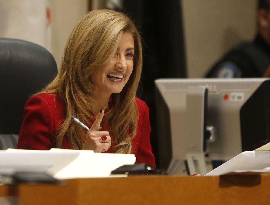La comisionada Elba García