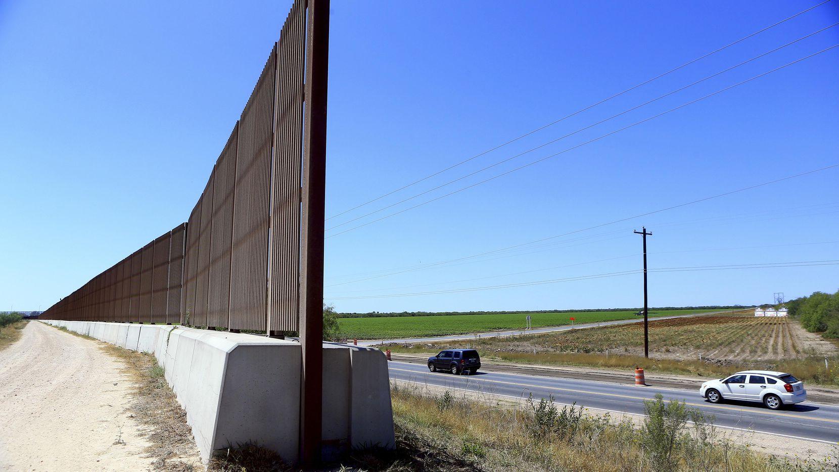 Una sección de la barda fronteriza en Brownsville, en el región del Valle del Río Grande, en Texas.(AP)