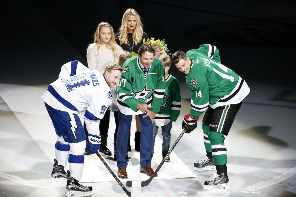 Former Dallas Stars player Brenden Morrow, center, drops the puck in a retirement ceremony between Dallas Stars left wing Jamie Benn (14) and Tampa Bay Lightning center Steven Stamkos (91) at American Airlines Center in Dallas, Thursday, March 17, 2016. (Jae S. Lee/The Dallas Morning News)