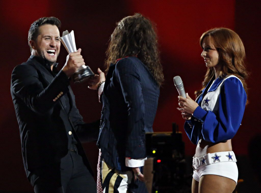 Luke Bryan (left) receives his Entertainer of the Year award from Steven Tyler during the 2015 Academy of Country Music Awards Sunday, April 19, 2015 at AT&T Stadium in Arlington, Texas. (Andy Jacobsohn/The Dallas Morning News)