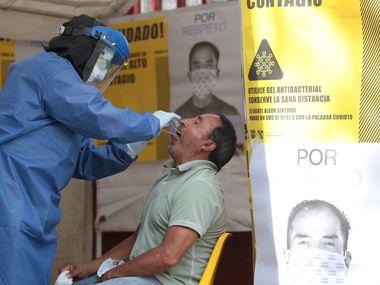 En México, se han aplicado un millón 360 mil 123 pruebas de coronavirus y 77 mil 129 personas permanecen a la espera del resultado, dijeron el martes las autoridades.
