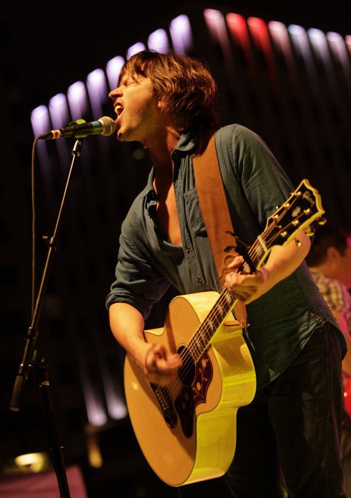Rhett Miller, ever the showman, performs with the Old 97's during the Old 97's County Fair in Dallas in 2016. The concert returns to Main Street Garden April 8, 2017.