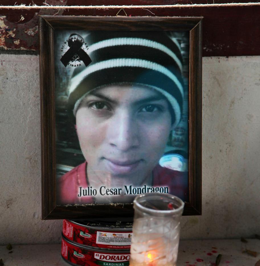 Julio César Mondragón, estudiante de Ayotzinapa, asesinado al misma noche en que desaparecieron sus compañeros. (AP/MARCO UGARTE)