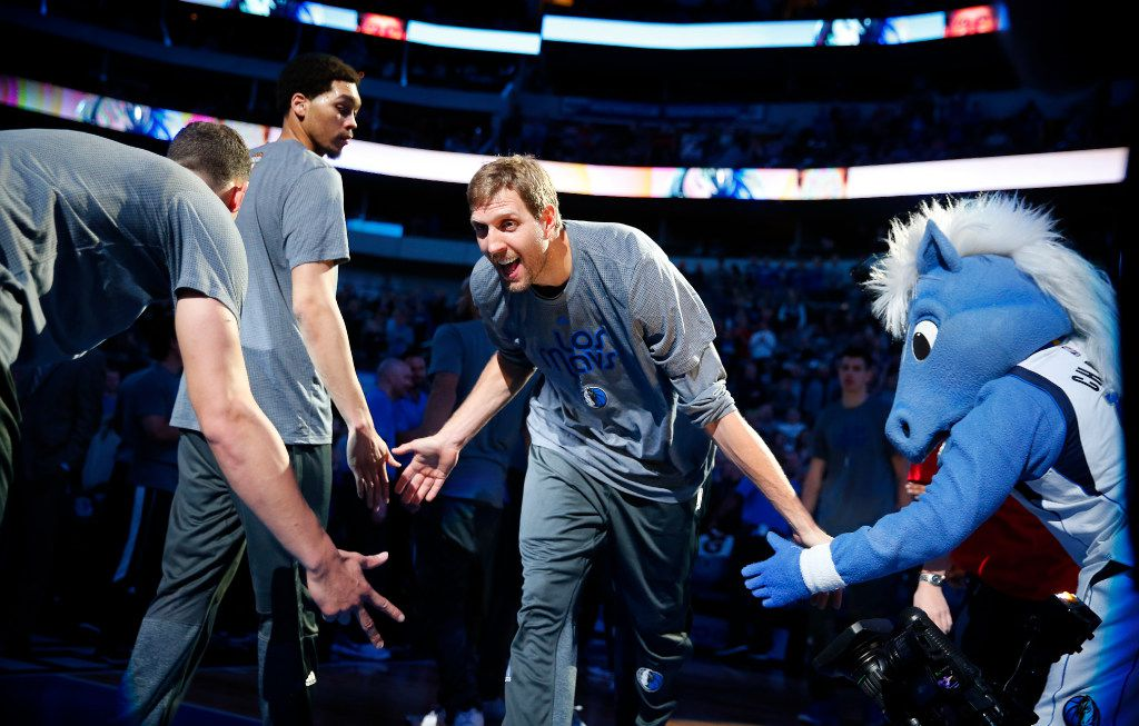 Dallas Mavericks forward Dirk Nowitzki (41) receives low fives from teammates and mascot, Champ, as he introduced to the crowd before facing the Memphis Grizzlies at the American Airlines Center in Dallas, Friday, March 3, 2017. (Tom Fox/The Dallas Morning News)