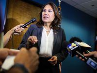 La congresista Verónica Escobar encabeza la propuesta de ley que busca penalizar el fraude notarial.