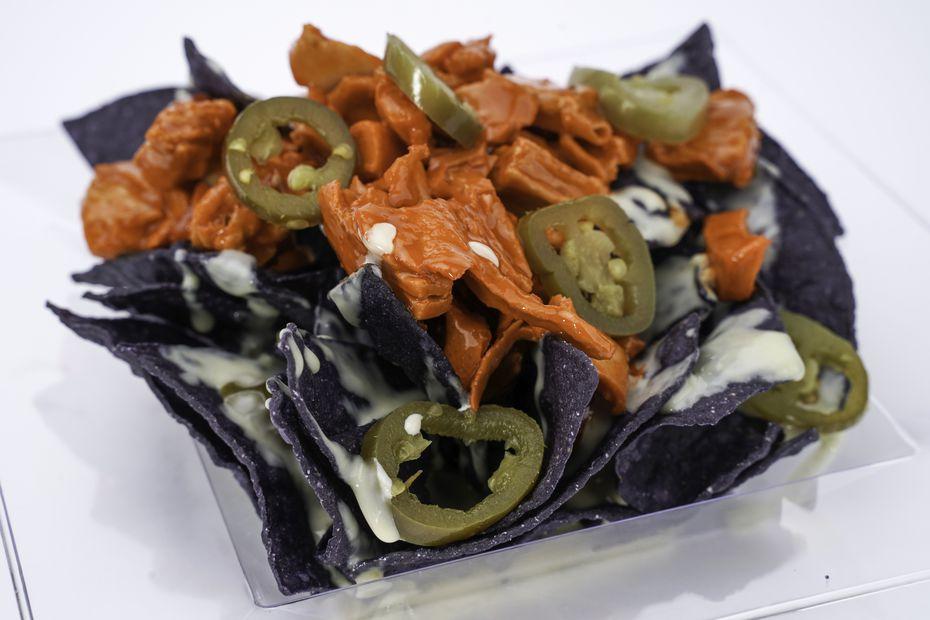 Buffalo chicken nachos se ofrecen en el AT&T Stadium este 2021.