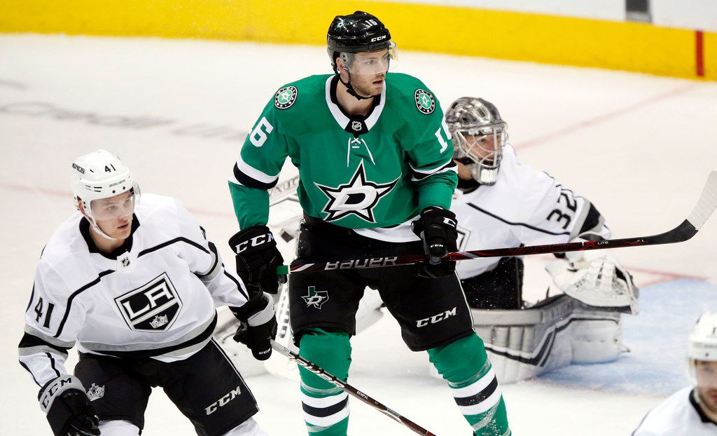 Dallas Stars center Jason Dickinson (16) positions himself in front of Los Angeles Kings goaltender Jonathan Quick (32) during the second period at the American Airlines Center in Dallas, Tuesday, October 23, 2018. (Tom Fox/The Dallas Morning News)