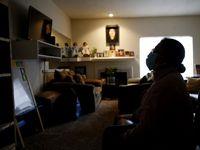 María Ramirez en su apartamento. Debe alrededor de $4,000 en renta pero por enfermar de covid-19 no pudo solicitar ayuda de Caridades Católicas a tiempo. Las ayudas federales de la ley CARES no están llegando a los más vulnerables.
