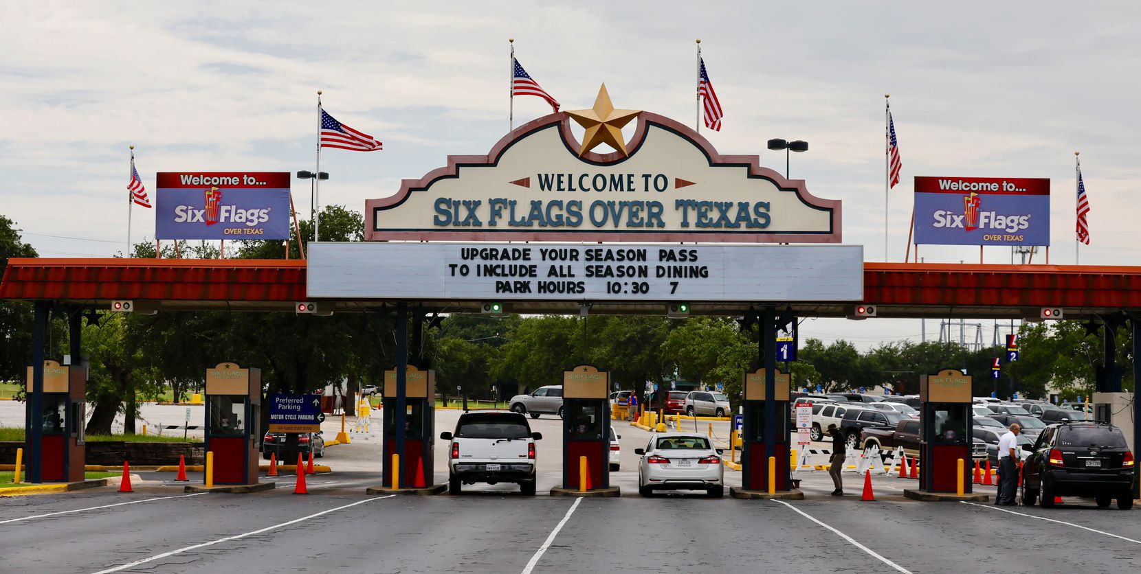 """U.S flags flew on the """"Welcome to Six Flags Over Texas"""" sign on Aug. 18, 2017."""