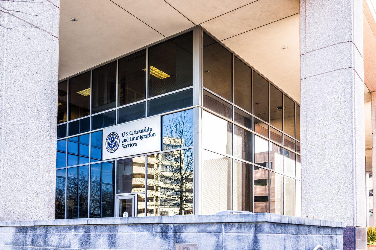 Una oficina de la agencia de inmigración USCIS.