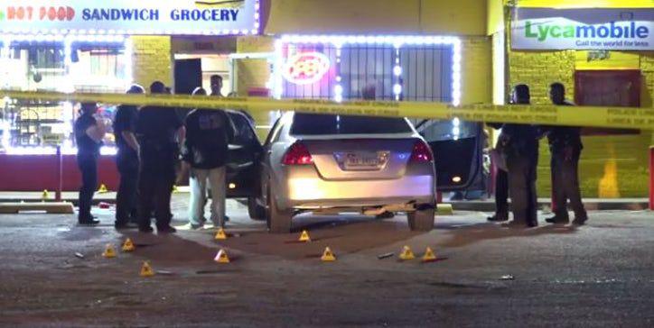 El Departamento de Policía de Dallas investiga un tiroteo en Oak Cliff. Foto DMN