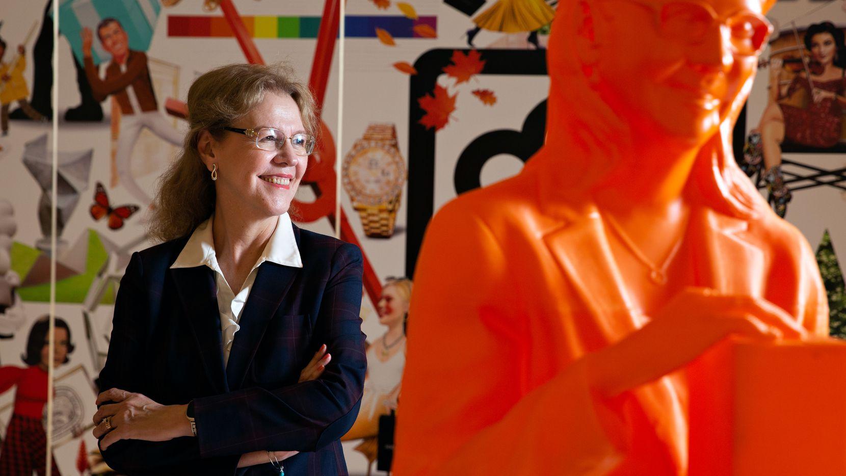 La doctora Minerva Cordero es una de 125 mujeres incluidas en la exhibición #IfThenSheCan, que busca distinguir a mujeres líderes en STEM. Su estatua 3D naranja se encuentra en NorthPark Center en Dallas, Texas. (Shelby Tauber/Special Contributor)