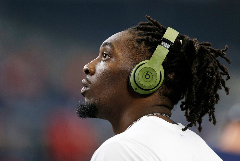 Dallas Cowboys defensive end Demarcus Lawrence (90) before a game against the Tampa Bay Buccaneers at AT&T Stadium in Arlington on Sunday, December 23, 2018. (Vernon Bryant/The Dallas Morning News)
