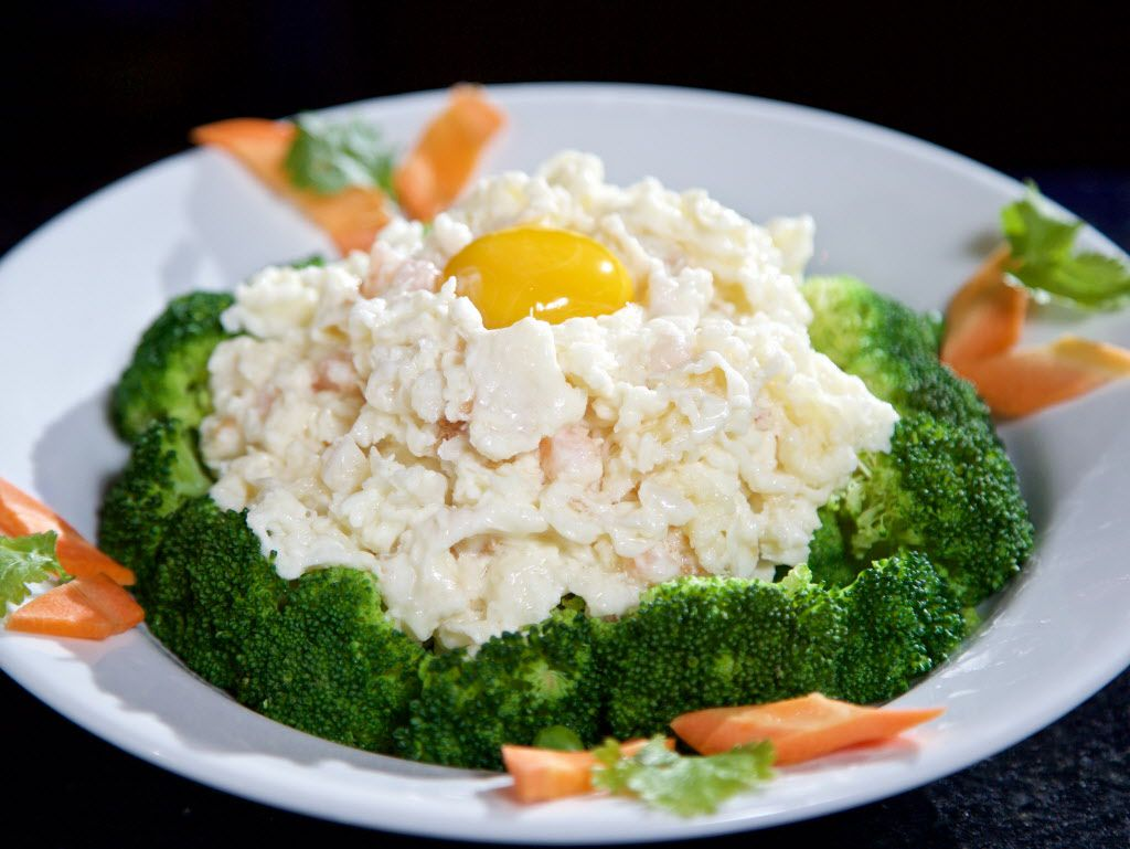 Pan-fried egg white and seafood on vegetables