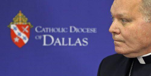 El obispo Edward J. Burns dio a conocer una lista con 31 curas acusados. DMN
