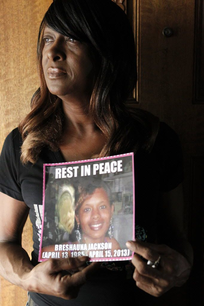 Dianne Anderson holds a picture of her daughter, Breshauna Jackson.