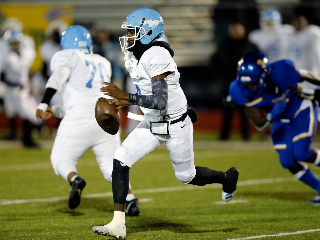 Dallas Roosevelt quarterback (4) Jowaylon Wilson rolls out looking for a receiver during the fourth quarter against Community High at Community ISD Stadium in Nevada, Texas, Friday, November 8, 2019. Community defeated Roosevelt to advance to the playoffs. (Tom Fox/The Dallas Morning News)