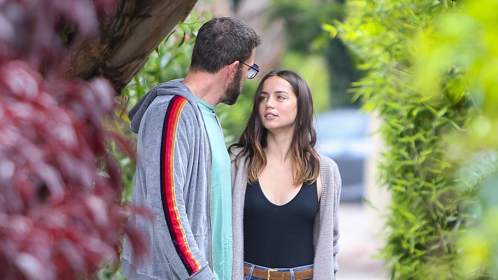 Ben Affleck y Ana de Armas en foto del 1 de julio de 2020 en Los Ángeles, California.