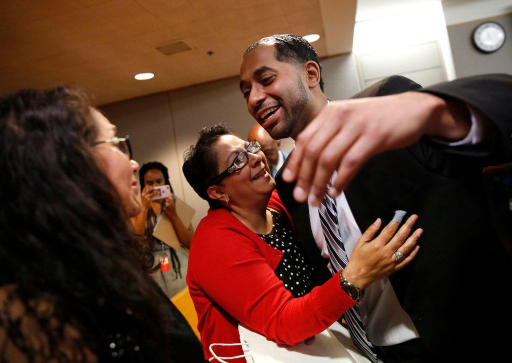 Quintin Lee Alonzo hugged his aunt, Joanne Alonzo-Gloria (center), and reached to hug his mother, Julie Vazquez (far left), after he was declared innocent on Wednesday.
