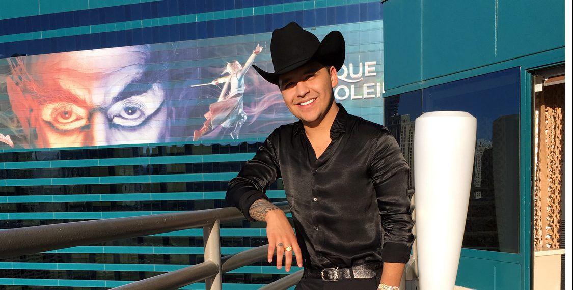 Pese a que Christian Nodal no interpretó el Himno Nacional Mexicano con la T-Mobile Arena repleta, el orgullo de haber sido elegido para hacerlo no se lo quita nadie./ AGENCIA REFORMA