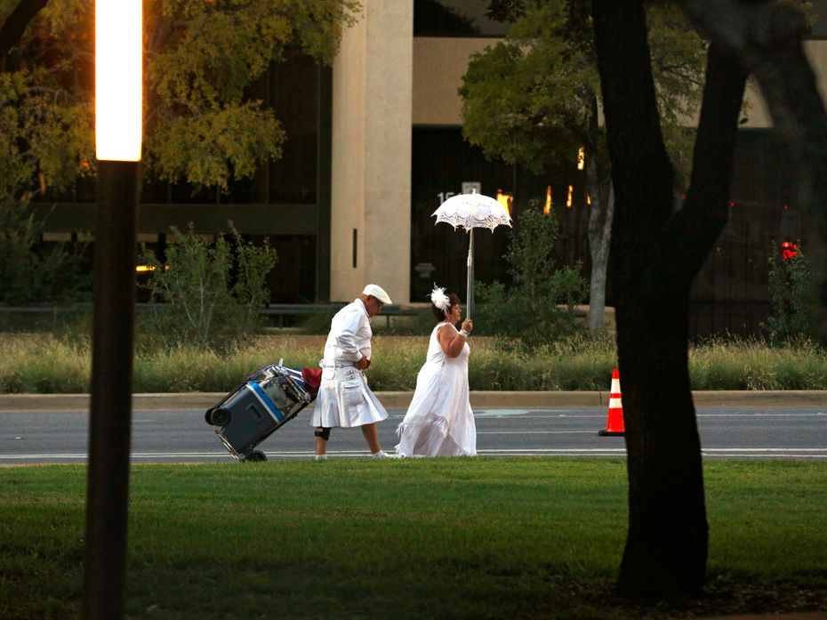This Diner en Blanc Dallas couple has it figured out: Food goes in a rolling cooler, with the table and other goodies piled on top. Parasols are optional. (But fabulous, am I right?)