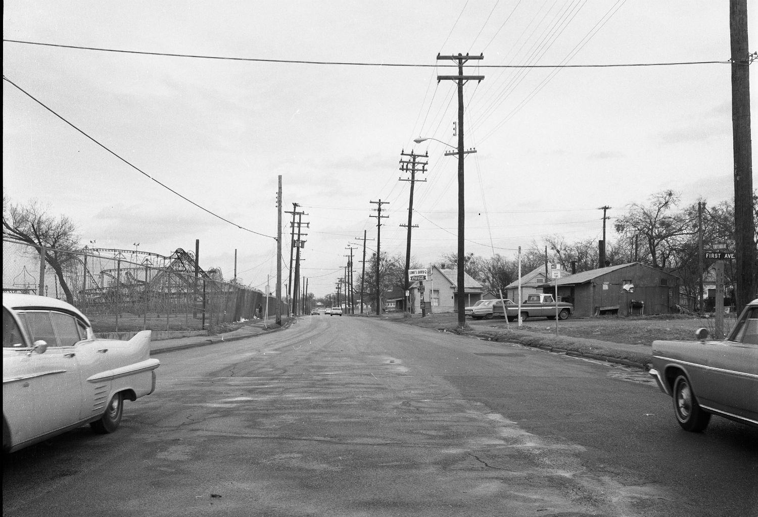 At right you can see Lowe's Bar-B-Q on Pennsylvania Avenue, which once had a ringside seat to the doings in the Fair Park midway until the city bulldozed this neighborhood in the 1960s and '70s.