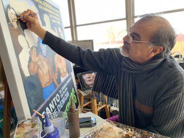 El muralista Genaro Hernández es uno de los artistas que expondrán su material durante la exhibición sobre lucha libre en el Oak Cliff Cultural Center.