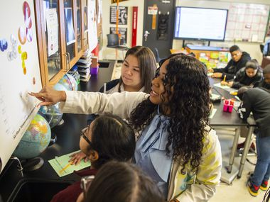 Dallas ISD teacher Elizabeth Blue-Allen teaches science to Pinkston High School students in early 2020. Texas teachers face annual expenses in their 403)b) plans that can now exceed 2.5%.