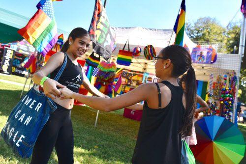 Eitzy Castro y Triana López de la escuela de baila Alianza Rumbera durante el festival Texas Latino Pride. BEN TORRES