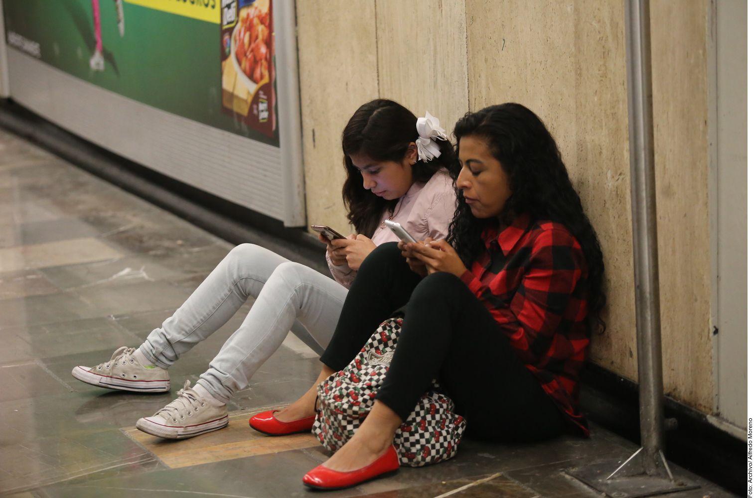 Estar de forma activa en las redes sociales es como si las personas estuvieran en una vidriera mostrándose en ropa interior.