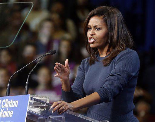La primera dama Michelle Obama habla durante un acto de campaña para la candidata presidencial demócrata Hillary Clinton el jueves 13 de octubre de 2016 en Manchester, New Hampshire. (AP Foto