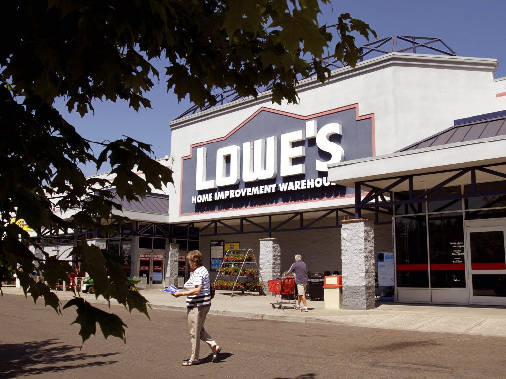 ORG XMIT: ORDR107 A Lowe's home improvement store is shown in Tigard, Ore., Monday, Aug. 16, 2010.  Lowe's Cos. net income rose 10 percent to $832 million, or 58 cents per share. Revenue grew 4 percent to $14.36 billion. (AP Photo/Don Ryan) 08172010xBIZ