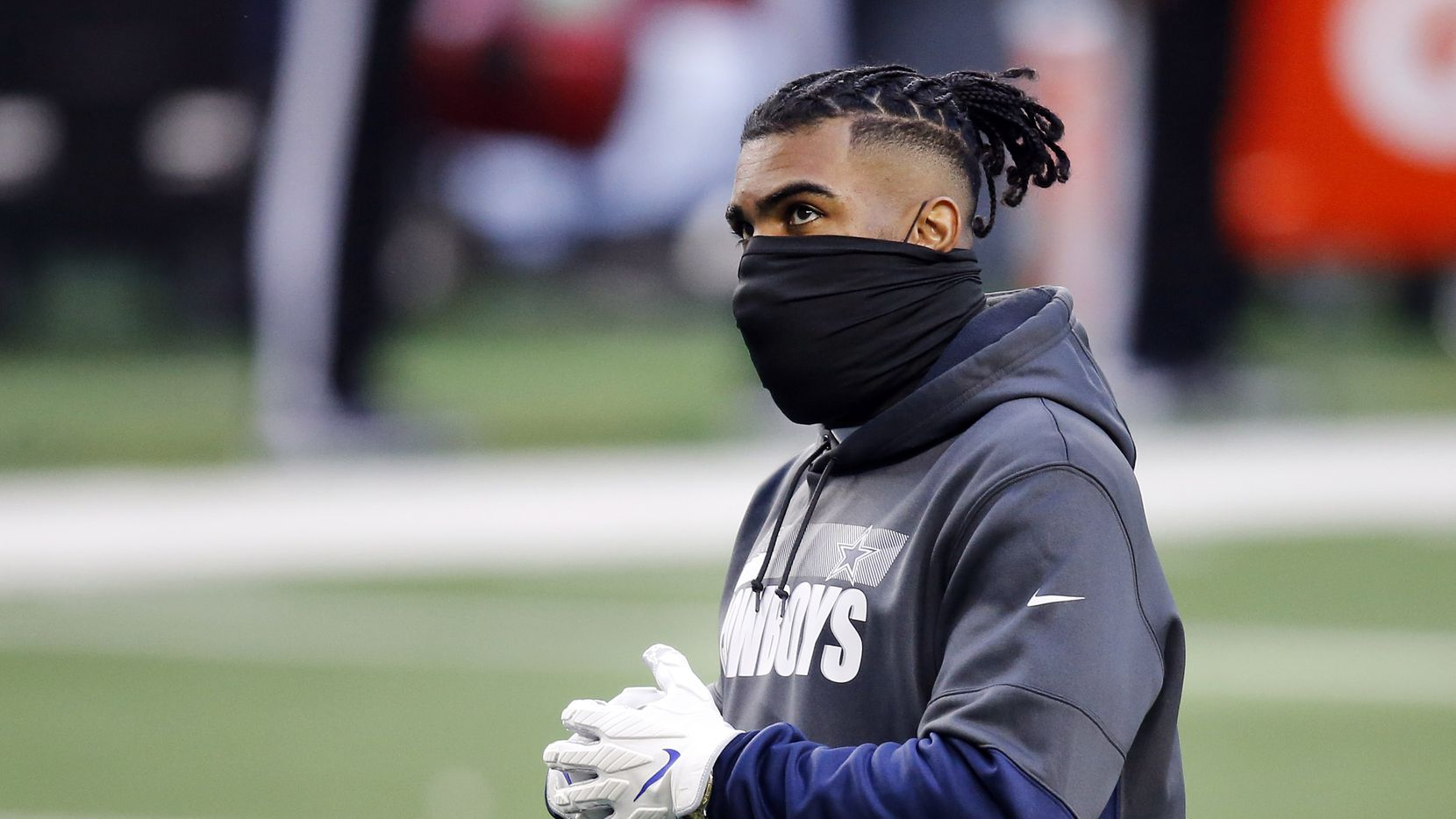 Dallas Cowboys running back Ezekiel Elliott didn't dressed out for pregame warmups before facing the San Francisco 49ers at AT&T Stadium in Arlington, Texas, Sunday, December 20, 2020. (Tom Fox/The Dallas Morning News)