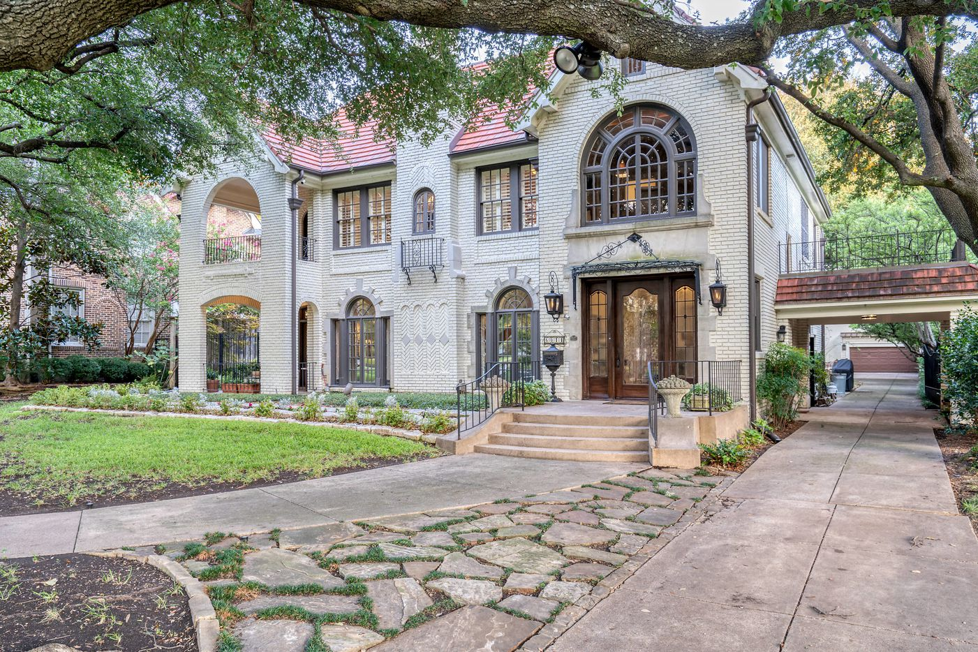 A look at the property at 6014 Swiss Avenue in Dallas.